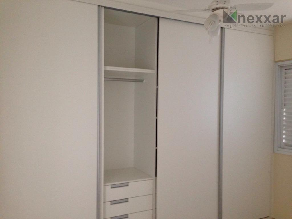 apartamento c/ excelente localização, c/ 2 dorms, sendo 1 suíte, living 2 ambientes, banheiro social, sacada.val...