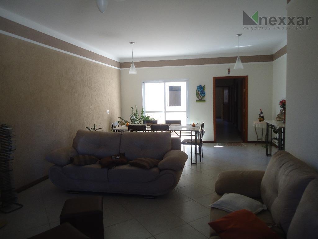 casa térrea c/ 3 dorms, sendo 1 suíte, sala de estar e jantar, área de luz,...