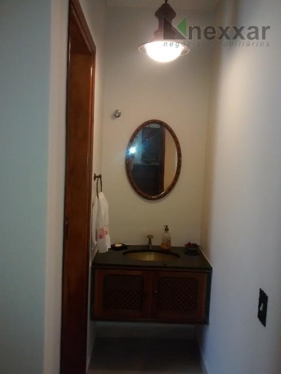 casa térrea com 4 suítes (sendo 2 c/ armários e 1 c/ closet) todos com varanda...