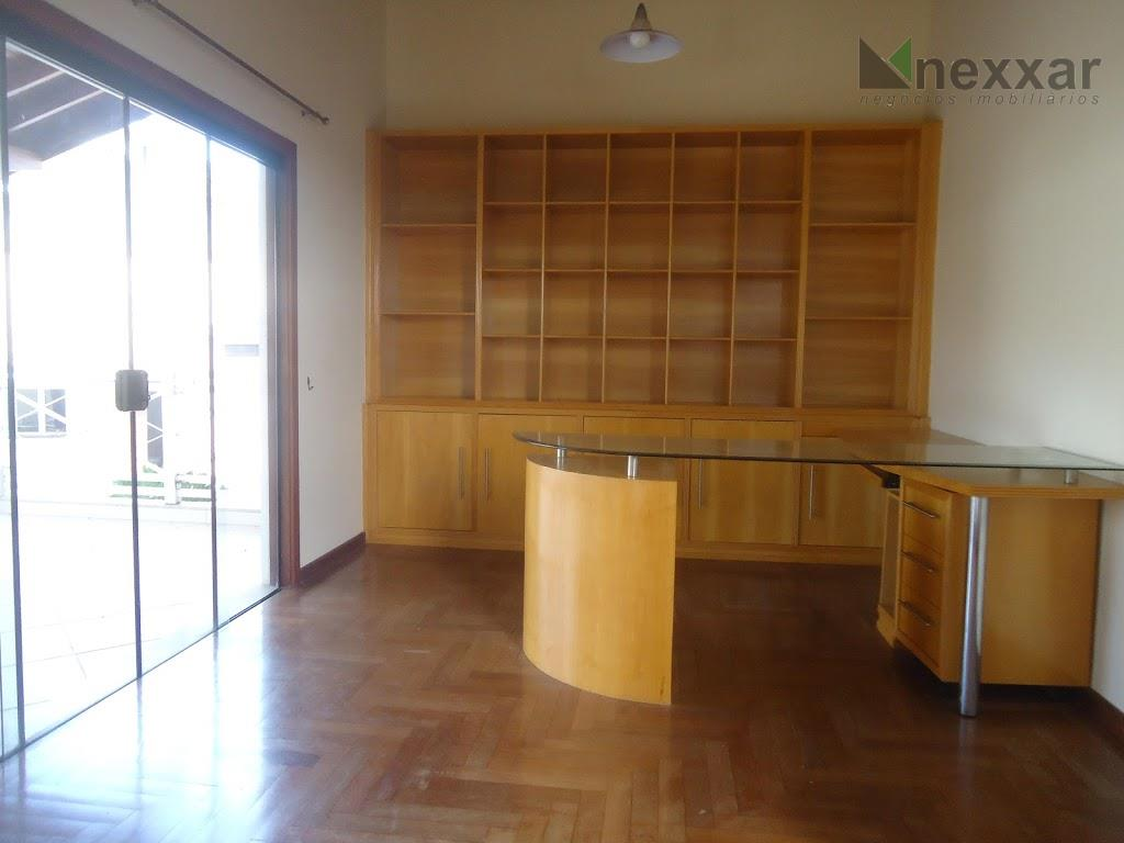 belíssima casa, c/ salas de estar, tv e jantar, escritório c/ armários e varanda, lavabo, mezanino,...