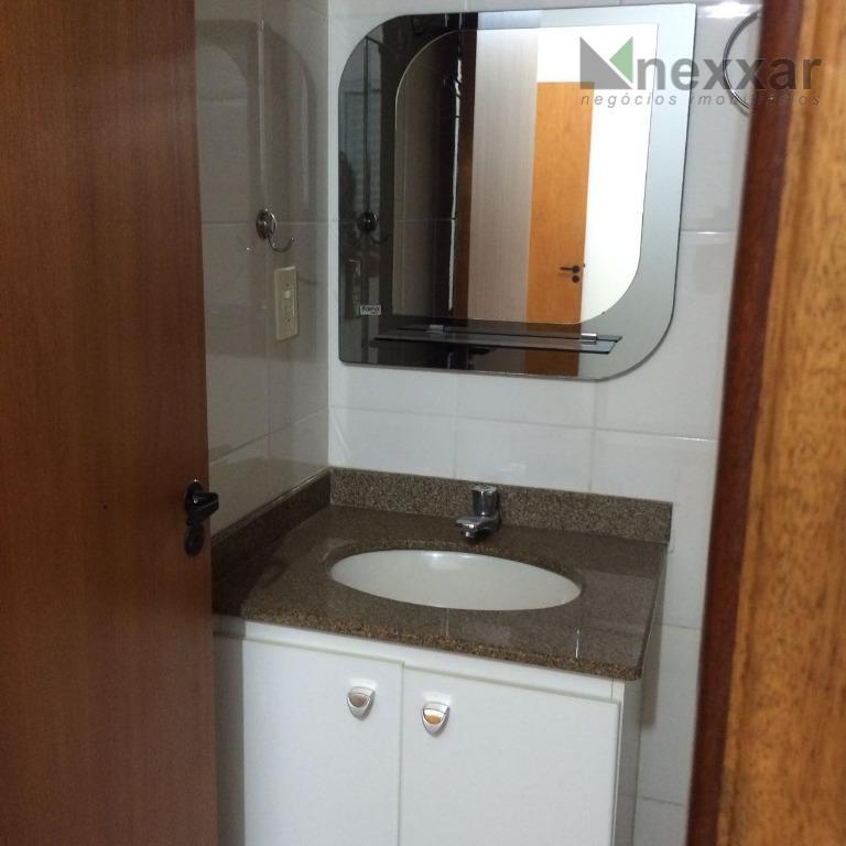 apartamento c/ 3 dorms, sendo 1 suíte, cozinha, área de serviços, 2 vagas de garagem.condominio com...