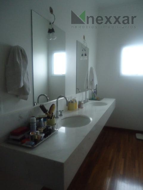 excelente casa em condomínio de lato padrão, 3 suítes amplas com armários e 1 com closet,...