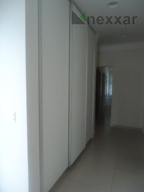 belissíma imóvel, casa em esquina em frente mata nativa, 4 suíte s com armários, sala com...