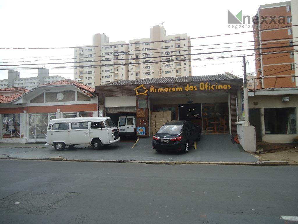 casa comercial com 3 pavimentos, com amplo salão, estoque, refeitório, banheiros, área de serviços.estacionamento próprio, local...