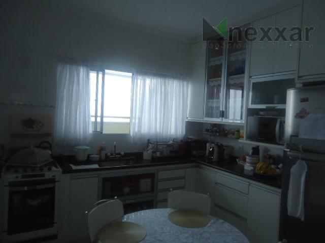 casa térrea, com dorms com armários, 1 suíte com closet, 2 salas amplas, escritório, lavabo, cozinha...