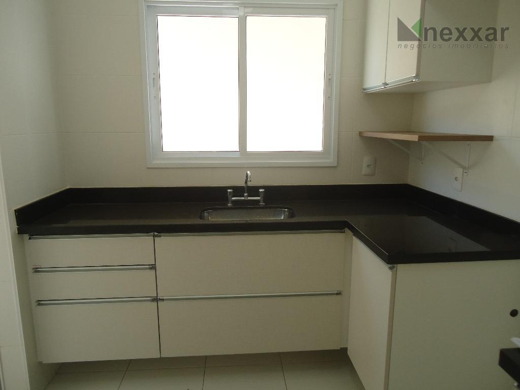 cond. com excelente localização, 3 suites c/ armários, cozinha c/ armários, área de serviços c/ armários,...
