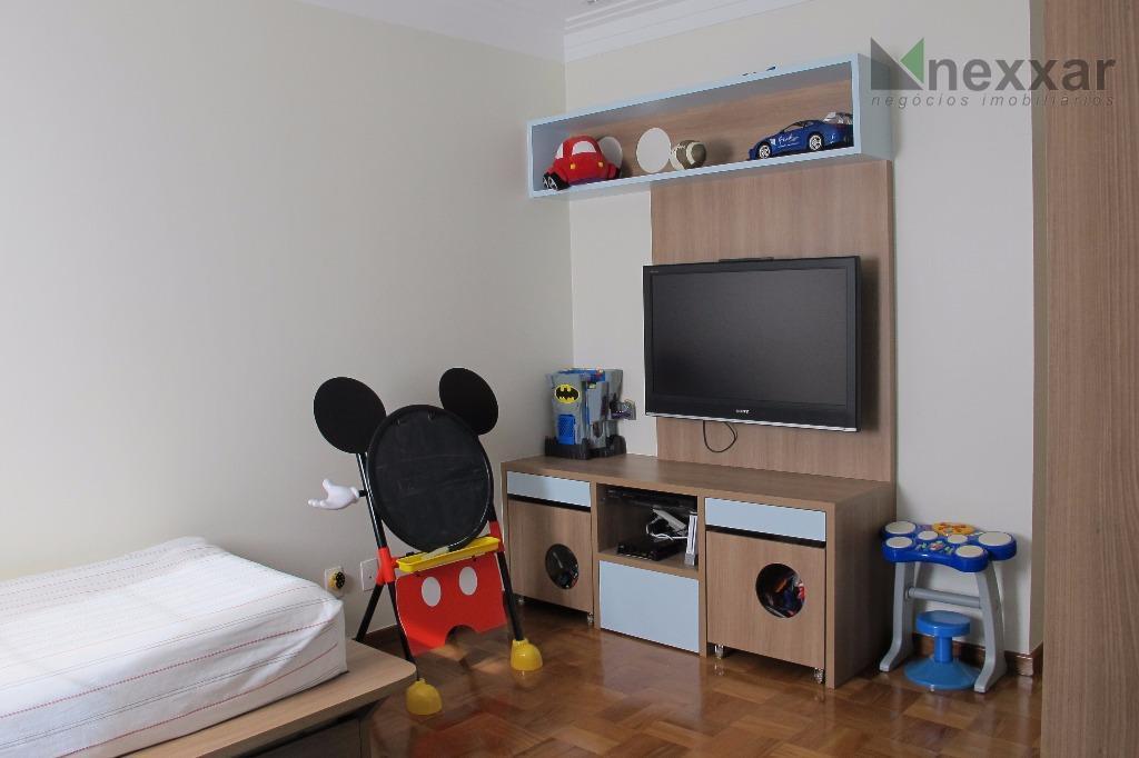 lindo sobrado em condomínio com área de lazer completa. no piso superior 1 escritório, 3 suítes,...