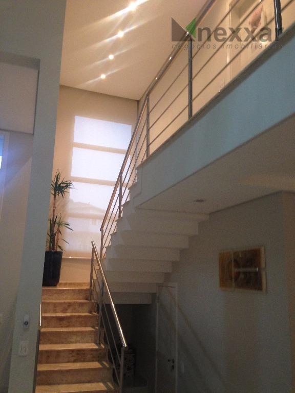 linda casa a venda de alto padrão em condomínio com segurança e portaria 24hs, tendo 3...