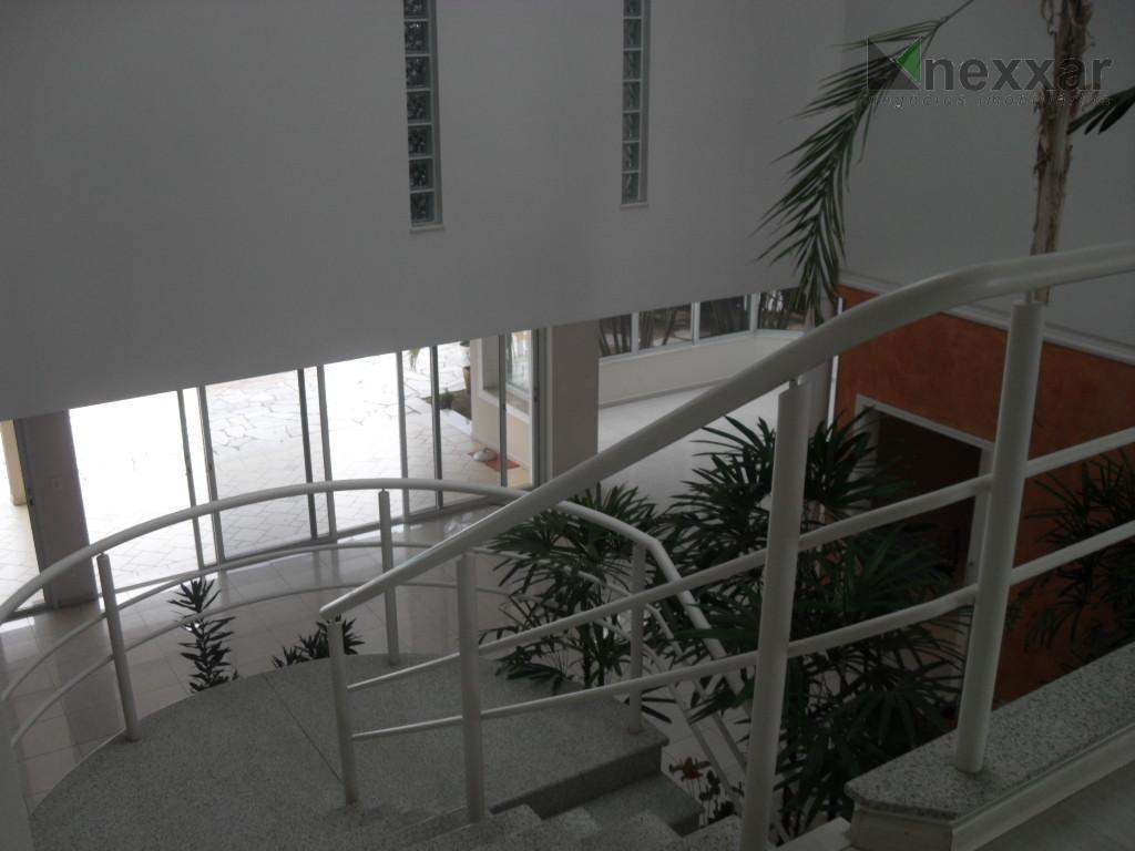 belíssima casa semi mobiliada em condomínio próximo ao colégio porto seguro com pé direito triplo,living para...