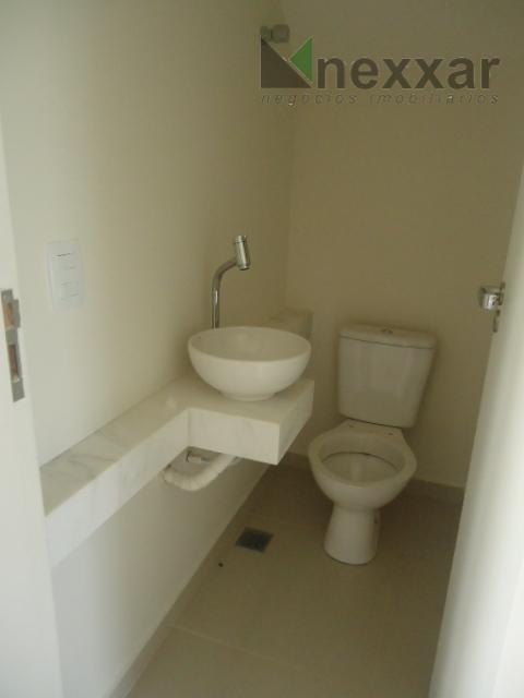 sobrado, com 3 dorms sendo 1 suíte, 2 sala conjugadas, espaço gourmet com churrasqueira, lavabo, cozinha...