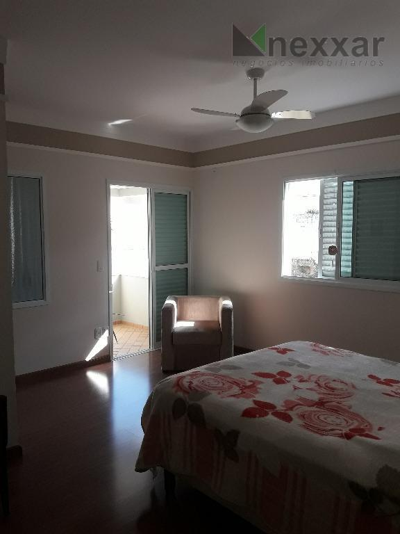 sobrado com excelente localização no condomínio.3 suítes c/ closet, sendo duas com varanda, sala intima, sala...