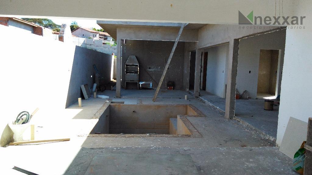 casa térrea, com 3 dorms sendo 1 suíte com closet, sala com 2 ambientes, lavabo, cozinha...