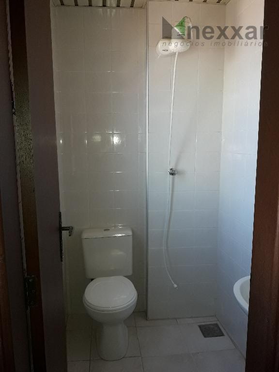 apartamento com excelente localização com sala ampla com sacada, cozinha com armários e água quente, ampla...