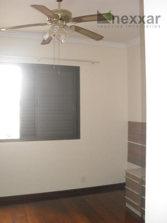 ótimo apartamento com 181m²,com 3 suítes,ampla sala com sacada,lavabo,dependência para empregado,cozinha com copa, rico em armários,3...
