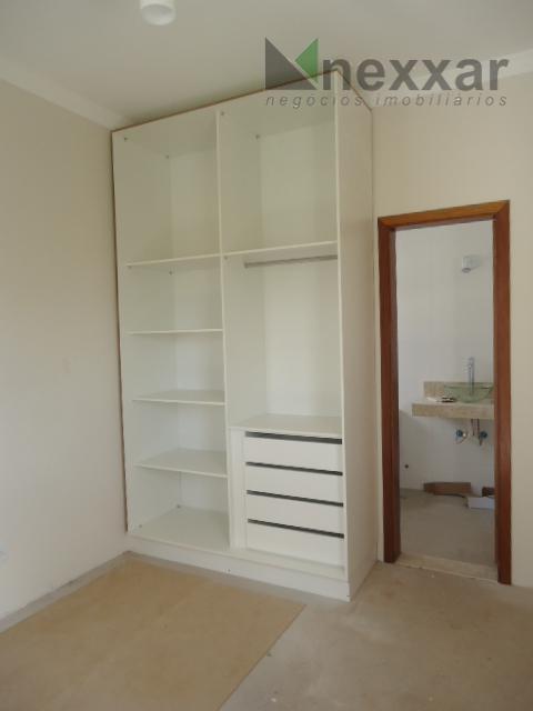 excelente sobrado, 3 suítes sendo 01 com closet e hidro completa de armários, cozinha planejada, espaço...