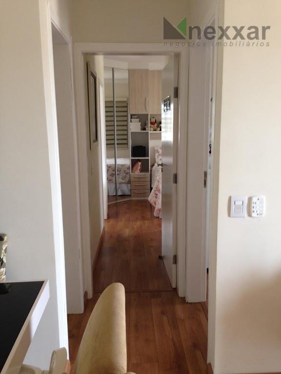 ótimo apto com 2 dormitórios sendo 1 suíte,ampla sacada,sala para 2 ambientes em condomínio com piscina.vale...
