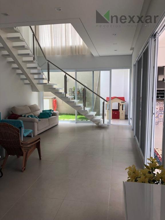 lindo sobrado com fino acabamento e bem estruturado no novíssimo condomínio villa do sol. piso superior...