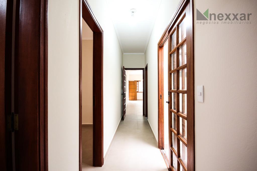 casa térrea em condomínio fechado com sala de estar, 3 dormitórios com armários (sendo uma suite...
