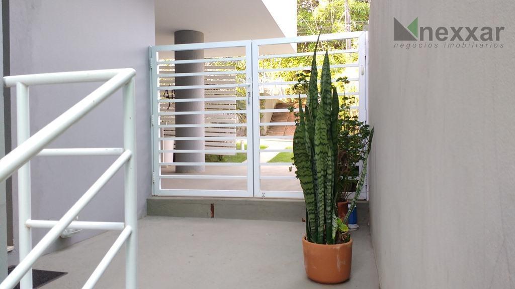 belo sobrado à venda no condomínio oruam,próximo ao colégio porto seguro,são 4 dormitórios,lavabo,copa,cozinha,salas de estar,jantar,escritório e...