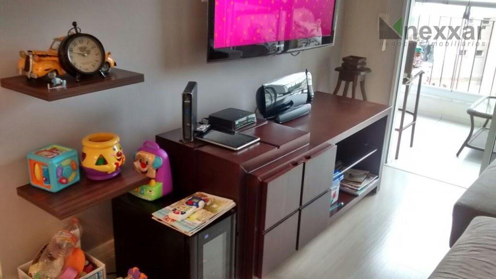 lindo apartamento todo reformado, com fino acabamento em condomínio clube, com ótima área lazer .possui 3...