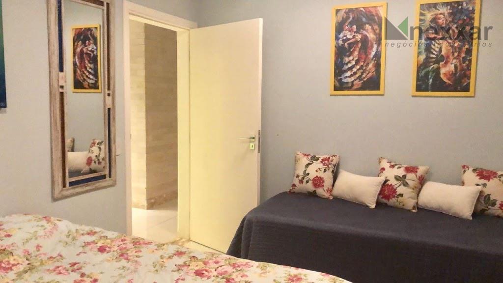 belíssimo sobrado em condomínio muito bem localizado, com acabamento de primeira, são 4 dormitórios,sendo 3 suítes,espaço...