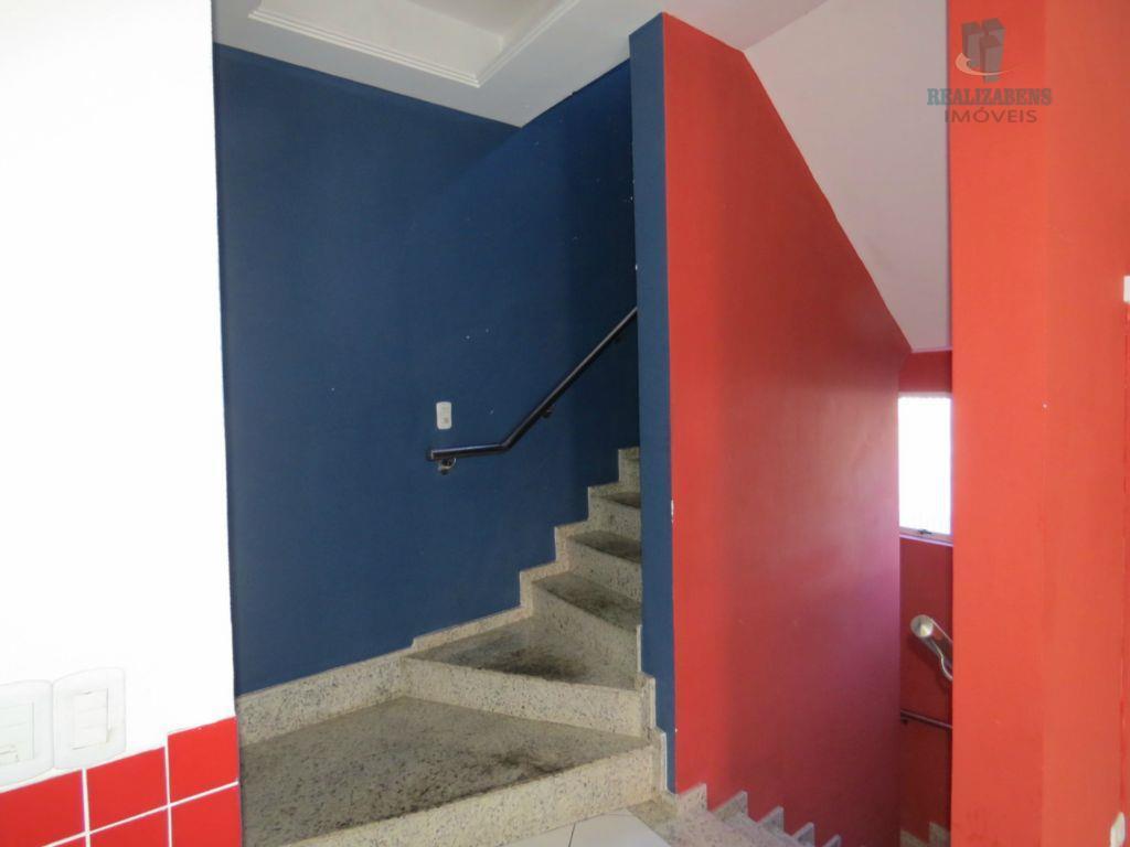 Escada acesso ao 2º pavimento