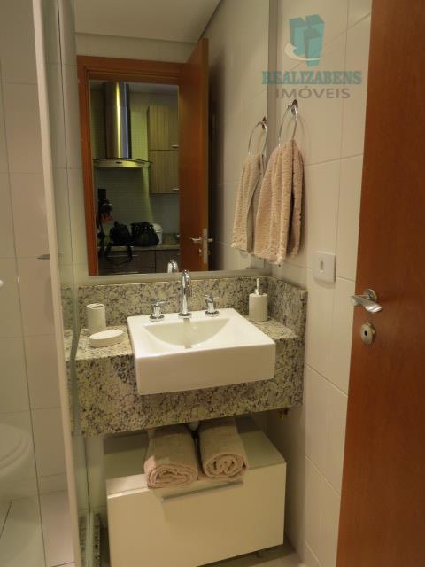 Banheiro com armário