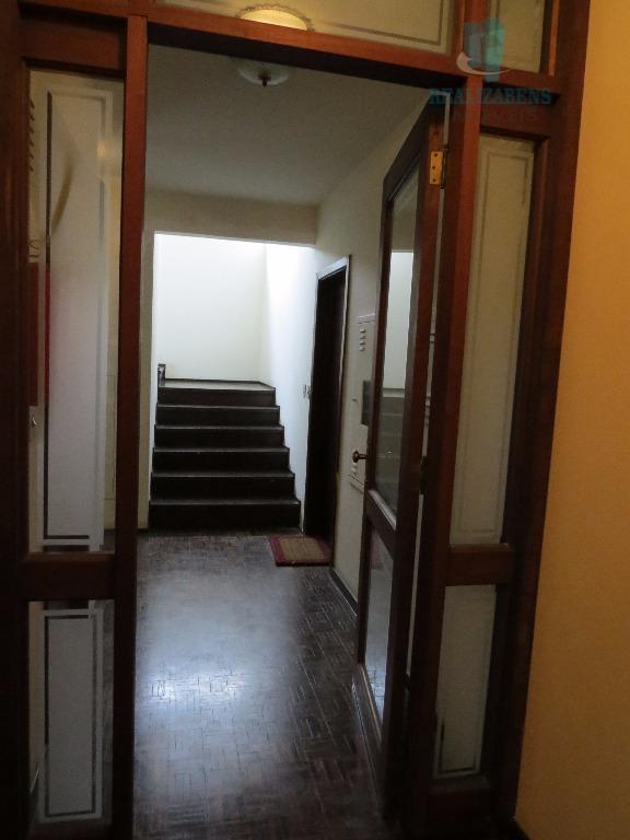 Corredor acesso apartamentos