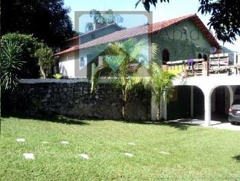 1º pavimento: salão com 40 m² e mais varanda coberta com 30 m², cisterna de 10...