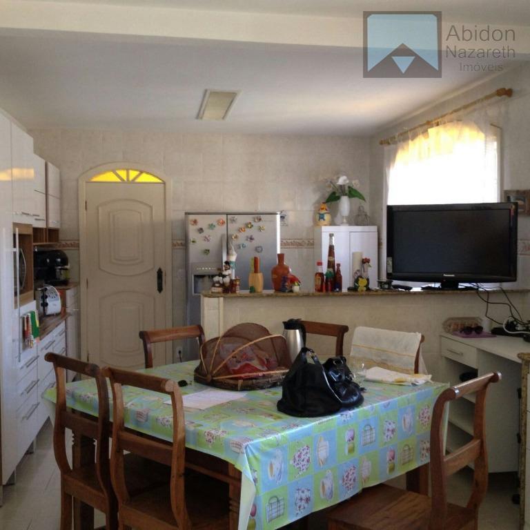 vendo ótima casa 4 quartos localizada no início da avenida central na primeira quadra em rua...