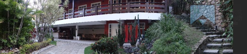 Linda casa de 4 quartos em condomínio de luxo em Itaipu, Niterói