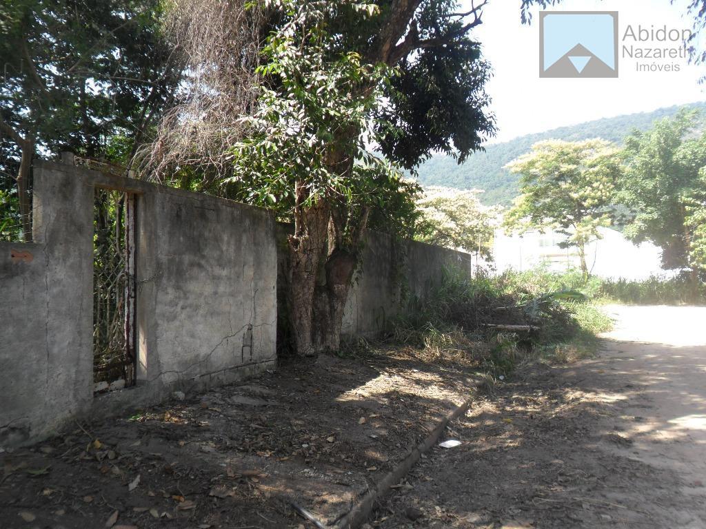 Terreno medindo 450M² em condomínio em Itaipu, Niterói