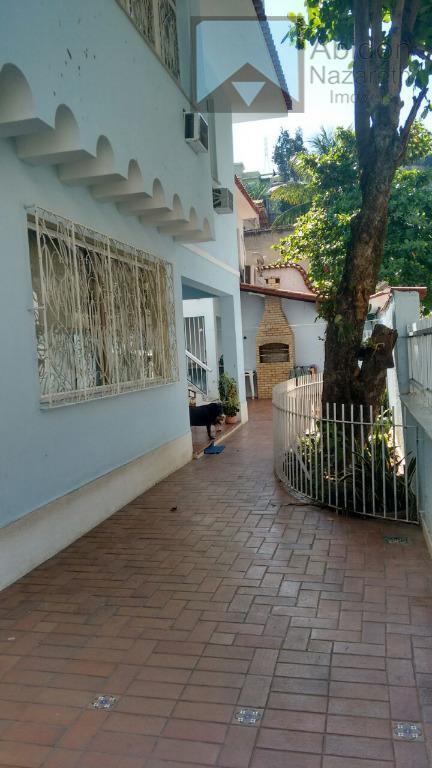 maravilhosa casa,pé pequeno,local bucólico.excelente como moradia e também comercial.dois pavimentos mais edícula.salão,varandão,cinco quartos,copa cozinha,quintal garagens e...