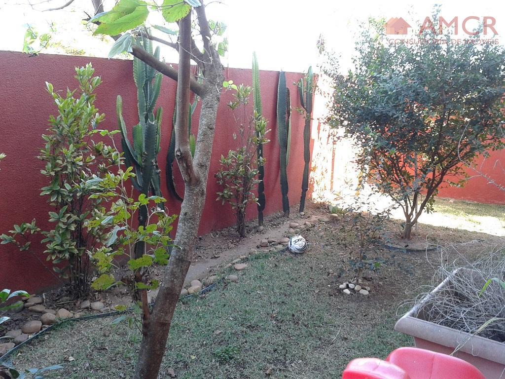 Linda casa na Vila Suissa, 3 dorm, 1 suíte, 2 vagas, churrasqueira, quintal grande com área verde, vista p/ montanhas, permuta