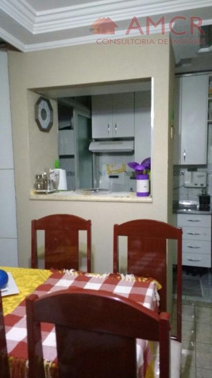 apartamento com 2 dormitórios, sala com sanca de gesso e luminárias, cozinha com armários planejados, wc...