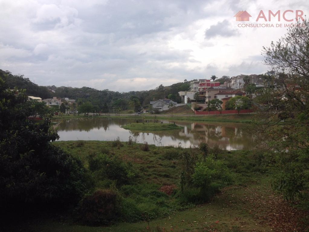 Excelente terreno de 360 m² em aclive no Condomínio Aruã Lagos, para construir uma linda casa, aceita financiamento e consórcio