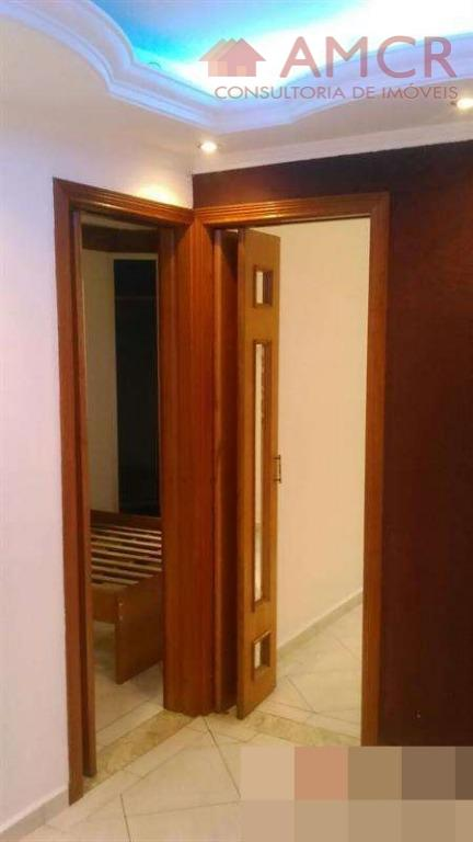 apartamento com elevador, 2º andar.dispõe de 2 dormitórios, sendo a cozinha e o quarto do casal...