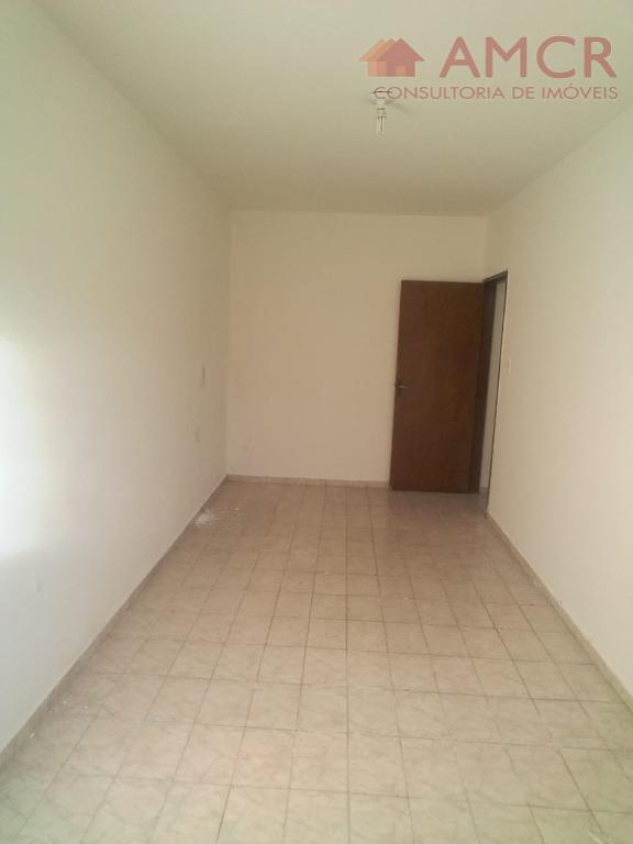 no imóvel contém 3 casas1) casa da frente: 03 dormitórios, sala , cozinha, 1 banheiro, área...