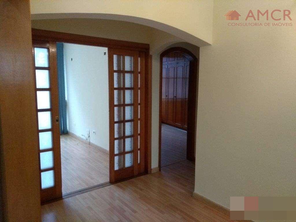 ótimo apartamento, amplo e reformado, com 2 dormitórios, um com armários embutidos, sala para 2 ambientes,...