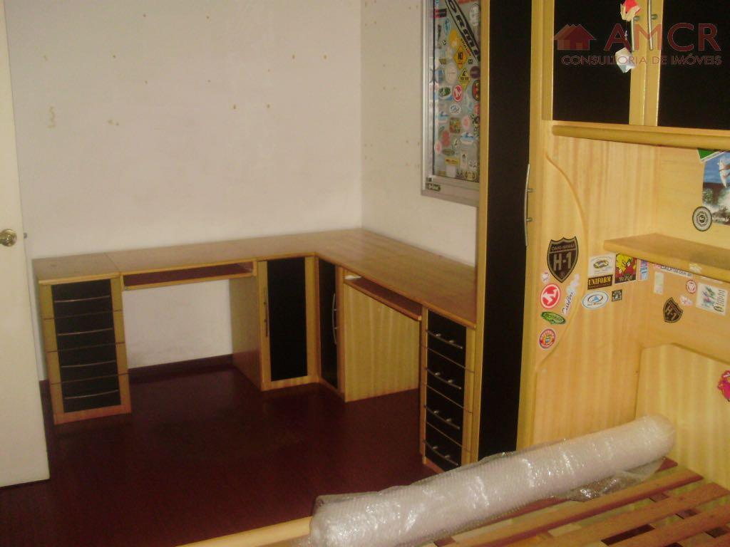 apartamento recém reformado, sendo 2 dormitórios grandes, sala para 2 ambientes com sacada, cozinha com armários...