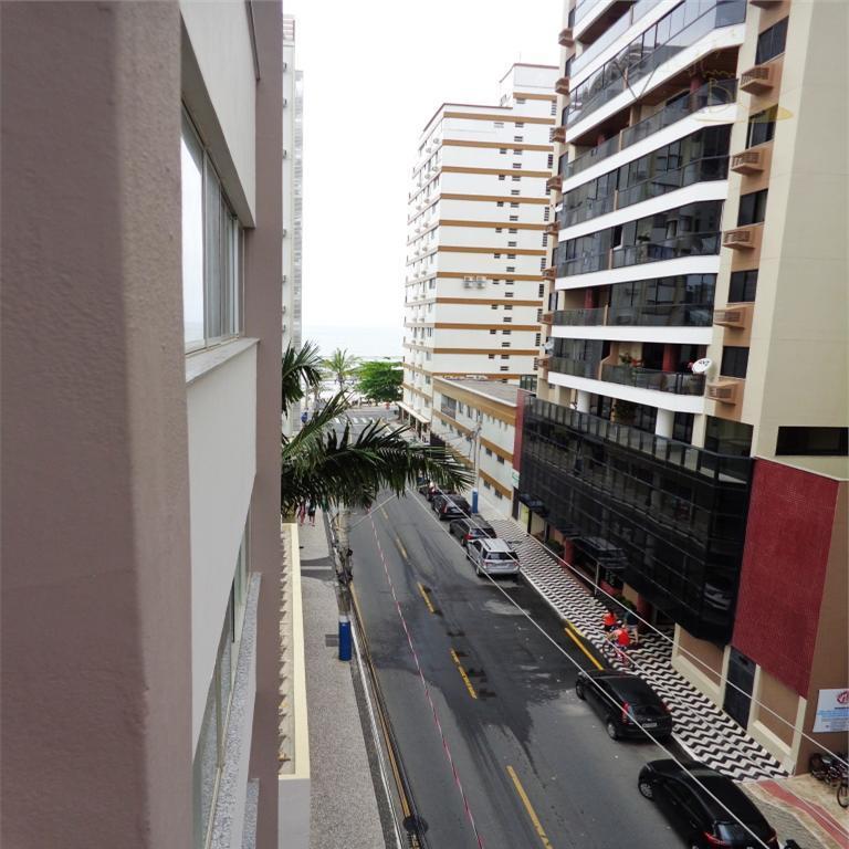 vende-sequadra marbalneário camboriú sc apartamento:oportunidade na quadra do mar, com vista lateral. apartamento de 3 dormitórios(sendo...
