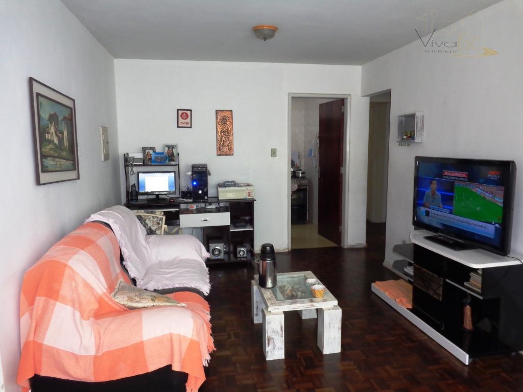 Oportunidade na quadra do mar - 3 dormitórios(sendo 1 suíte) + dependência e 1 vaga de garagem.