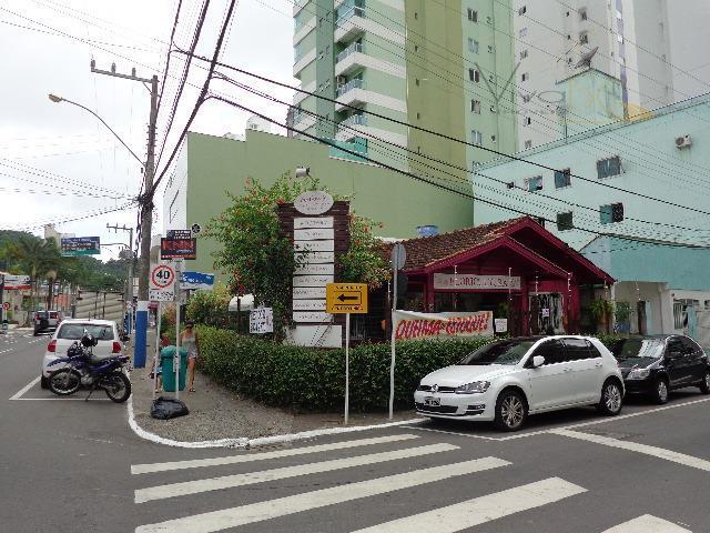 Excelente PONTO com Casa  comercial à venda, Pioneiros, Balneário Camboriú.