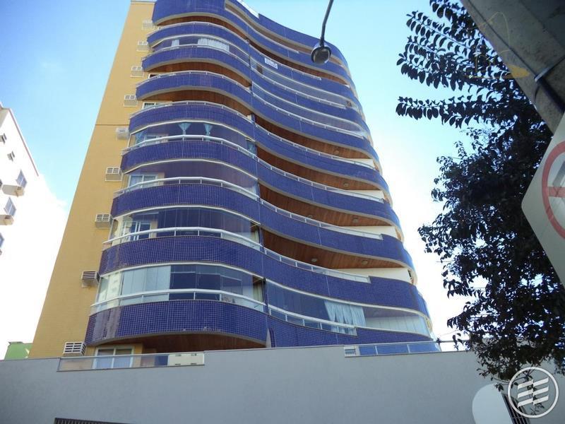 Maravilhoso Apartamento diferenciado no Centro de Balneário Camboriú com piscina.