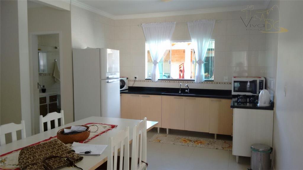 vende-sebairro são franciscocamboriú sccasa:ótima casa de 2 pavimentos em alvenaria acabamento em blindex e alumínio piso...