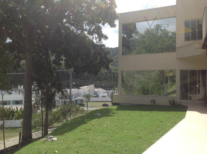 MARAVILHOSA CASA MODERNA, com 3 suítes, em condomínio fechado - Balneário Camboriú