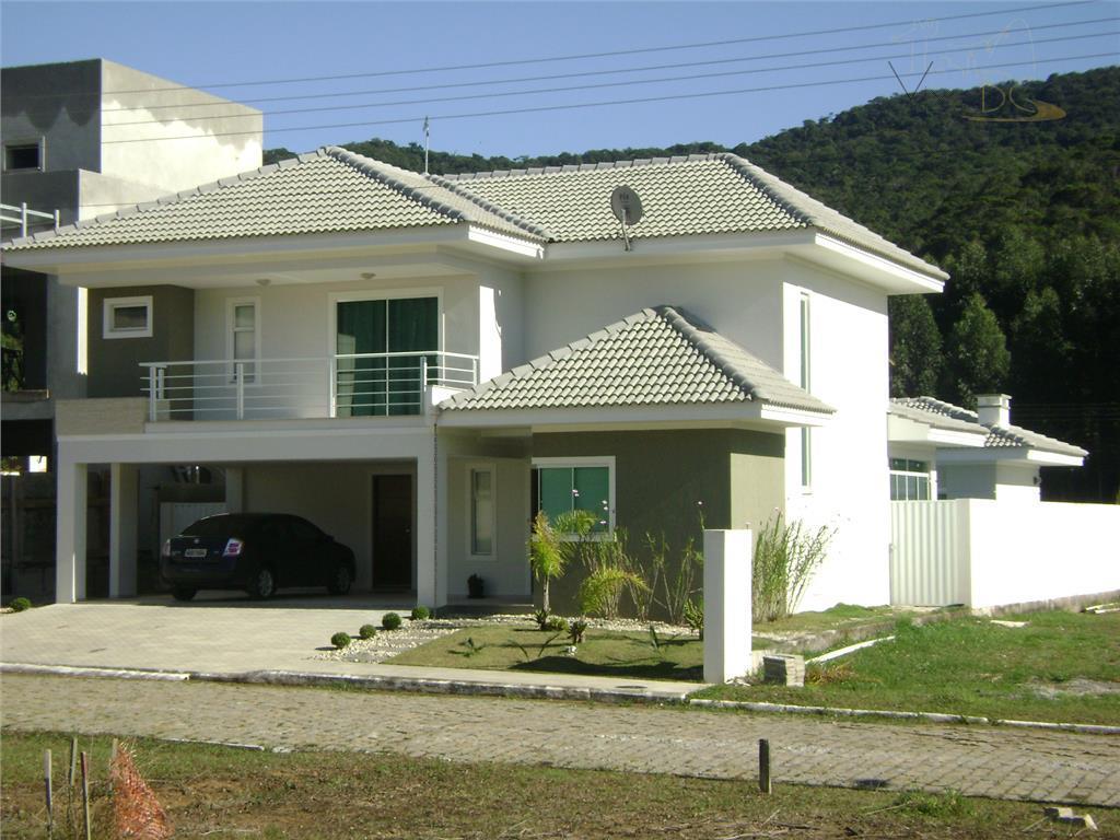 Casa em Condomínio Fechado com 3 suites, piscina e edicula em Balneário Camboriú