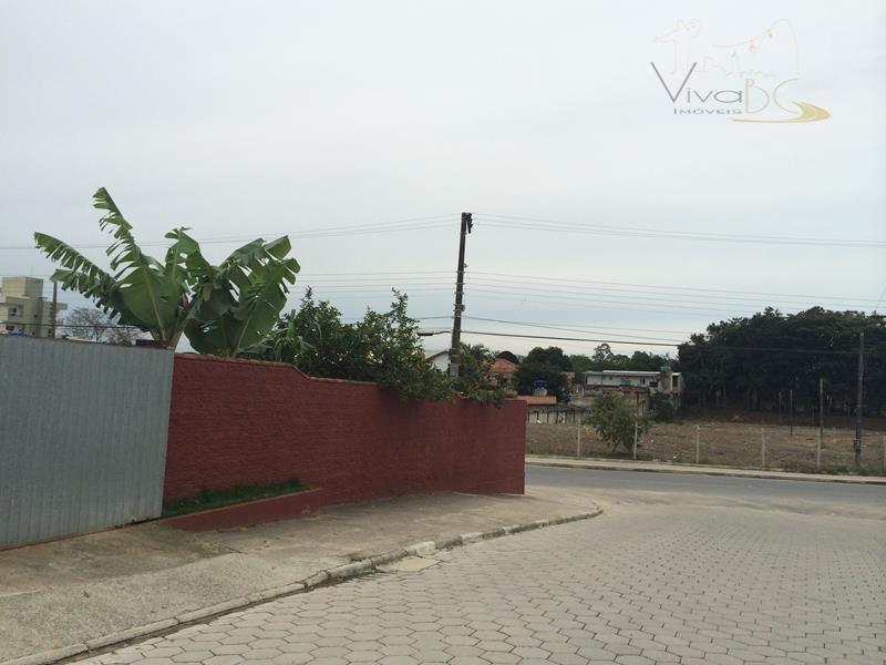 vende-seterreno em avenida comercial, duas esquinas, no coração do bairro são francisco em camboriú/sc.terreno:com 739 m²,...