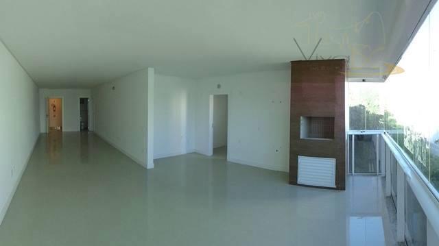 Ótimo Apartamento com vista para o Mar com 3 Dormitórios, sendo 1 Suíte e 2 Vagas de Garagens no Pioneiros.