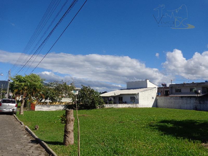 Terreno em Condomínio Fechado, a 2 km da Praia de Balneário Camboriú!!